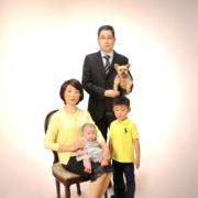 ペットと一緒に家族写真