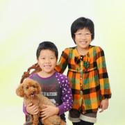 ペットと一緒家族写真上のご姉弟が大きくなりましたね