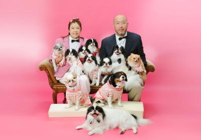ペットと一緒に家族写真 ワンちゃん11匹と記念写真撮影
