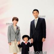 晴れて入園の家族写真