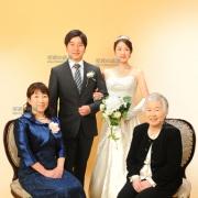 花嫁姿でご家族記念写真撮影