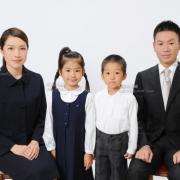 小学校受験用家族写真 きりっと姿勢正しく