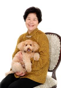 今年はおばあちゃんに抱っこされたデコちゃんです。お顔がなんとなく似てませんか?