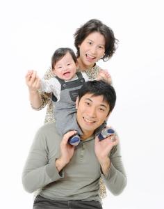 結婚記念日にご家族写真は東京江戸川区の写真館