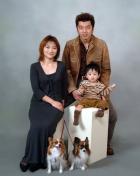 (C)写真の高橋  家族写真 坊やとペットと一緒に