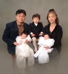 人になった家族写真(C)東京写真館 写真スタジオ 写真の高橋 家族写真