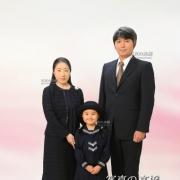 入学式,家族写真も晴れやかに