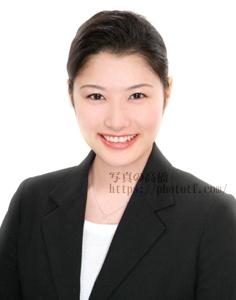 ca,fa髪型シニヨン 前髪オールバック 表情は笑顔