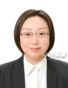 若々しい転職用証明写真です。メガネ あり髪型ショートご参考に。公務員試験用