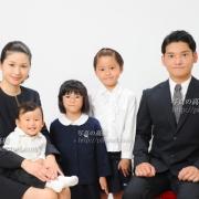 受験用家族写真ご家族の服装,や髪型,ネクタイも,下のお子様の服装もご参考に