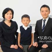 受験家族写真14 和やかなご家族様。 晴れて合格されて→ 入学記念撮影です