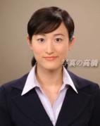 就活証明写真 髪型見本22 就活証明写真撮影の為に北海道から見えました。証明写真に力がはいっていますね。就職用の証明写真22 右の方,面接官にこの就活写真を誉められました。髪型はハーフアップ 清楚で好印象就活写真は表情は笑顔ね面接官の目を惹きましょう。